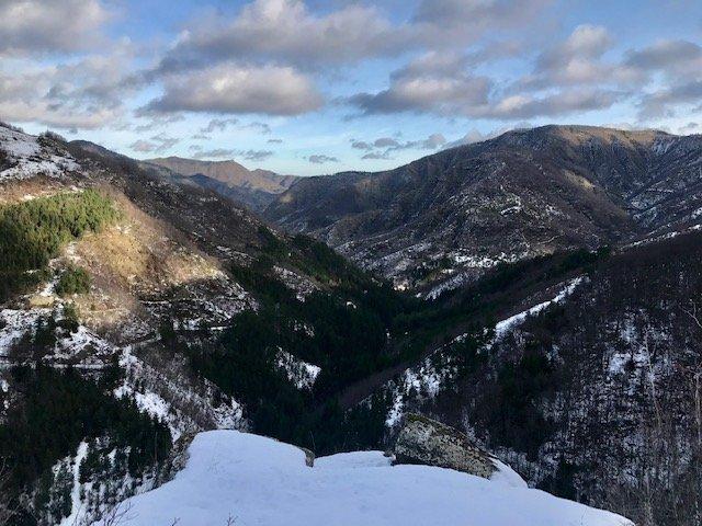 Vista dall'alto nel Trekking di Capodanno in Casentino sopra il paese di Fiumicello