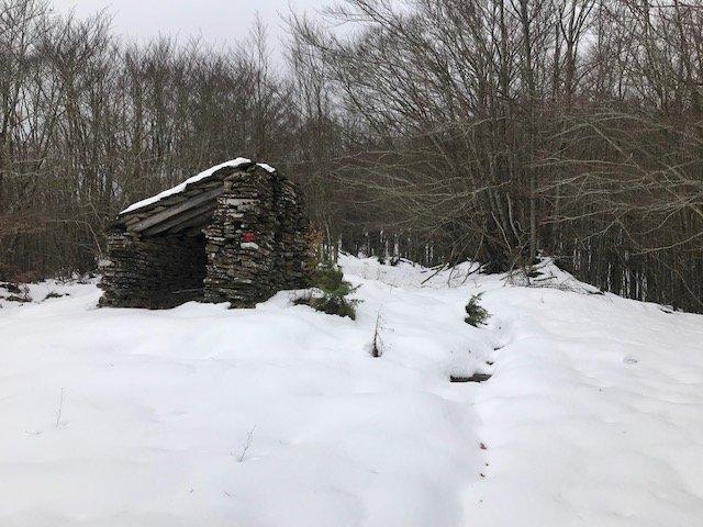 Il gruppo arriva verso la burraia trova il sentiero completamente coperto di neve