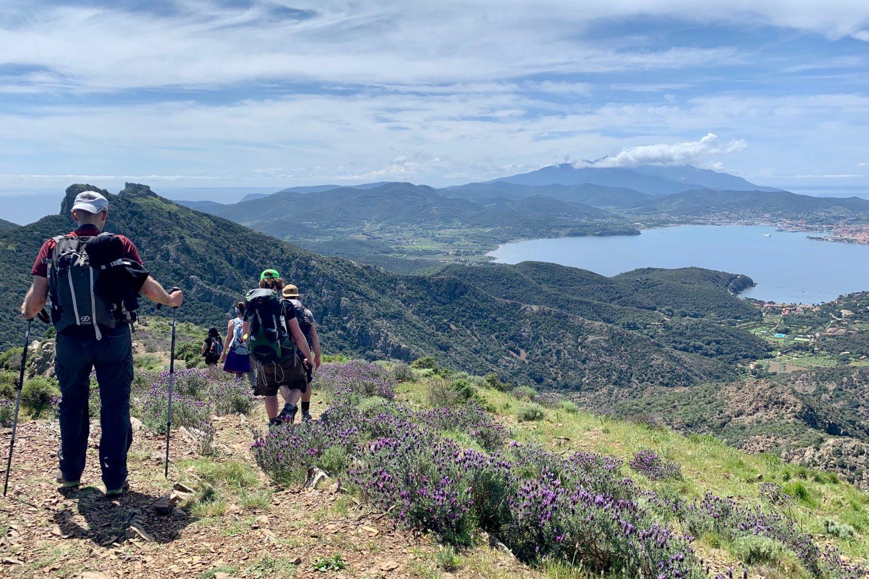 ola d'Elba gode dei bellissimi panorami dalla dorsale del monte strega