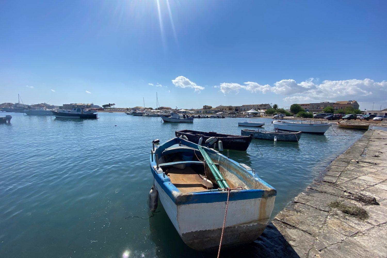 La bellezza delle barchette attraccata a Marzamemi nel nostro viaggio Sicilia On The Road