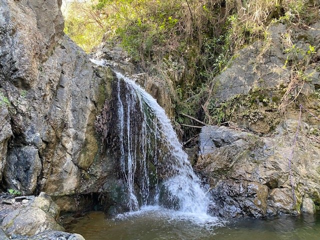 La cascata dell'infernaccio durante il weekend in trekking alla scoperta delle Colline livornesi